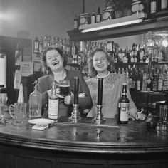 Two barmaids at a pub in London, circa (Photo by Slim Aarons/Getty Images)Image provided by Getty Images. Vintage London, Old London, East London, Vintage Pictures, Old Pictures, Old Photos, Vintage Prints, Slim Aarons, London Pubs