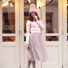 #девочкитакиедевочки #girlsparty #stylishlife #stylishgirl #streetstyle #fashionweek #fashionlovers #юбкапачка #юбкамиди #миди #пачкамиди #trends #tutu #tutuskirt #пачка #tskirt #stylist #fashionbloger #bloger #moscowstreetstyle #streetstyle #непышнаяпачка #winterlook #свитшот #свитшотскристаллами #шапкаспомпоном #pinklook #pinkmood