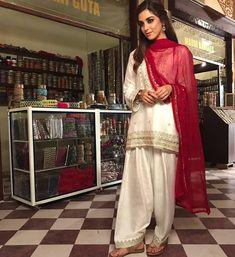 pakistani wedding dresses for girls shalwar kameez Pakistani Engagement Dresses, Pakistani Wedding Outfits, Pakistani Dresses, Indian Dresses, Bridal Anarkali Suits, Wedding Dresses, Bridal Lehenga, Indian Outfits, Party Dresses