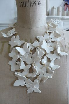 Ceramic butterflies necklace by Polly George { splendide farfalle! Polymer Clay Projects, Polymer Clay Art, Polymer Clay Jewelry, Clay Crafts, Jewelry Crafts, Jewelry Art, Jewelry Design, Jewellery, Butterfly Jewelry