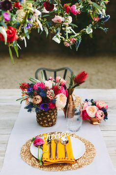 See the Palm Springs inspired floral tablescape Jenn from Scout blog and I created while we were there, plus a peek at my hanging DIY geometric floral pendants!.