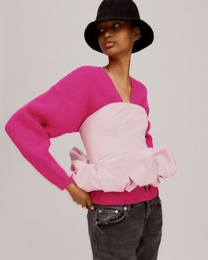 Models Sara Blomqvist and Ugbad Abdi join forces once again for Zara's markQuality Layers trend guide. The Spanish brand focuses on chic knitwear pieces that… Zara Fashion, Fashion Models, Fashion Outfits, Fashion Black, Lookbook Mode, Fashion Lookbook, Mode Zara, Layering Trends, Online Zara