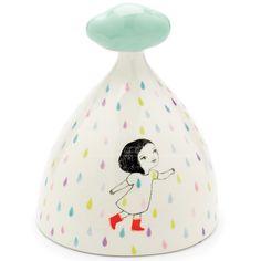 Découvrez la jolie tirelire trés originale avec sa déco pluie colorée par Djeco ! Pour y glisser ses économies et les garder en sécurité, cette tirelire deviendra l'accessoire idéal !