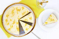 Vandaag is het National Cheesecake Day! Hoe we dat vieren? Met deze overheerlijke tropische cheesecake met citroen, limoen en passievrucht natuurlijk ;-). Mmm,