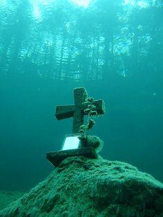 Underwater cross at Sameranger Lake in Tyrol, Austria (by wolfgangk01).