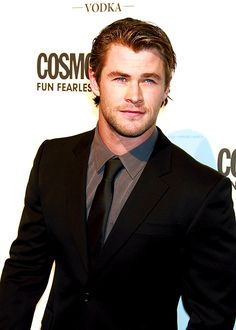 lets just take the time appreciate Chris Hemsworth and his beautiful face!