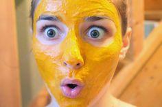 Masque visage au curcuma contre l'acné et les cernes