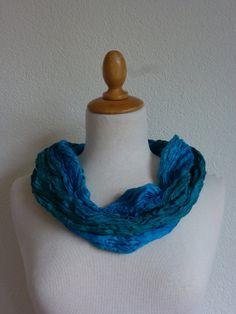 Geplisseerde zijden cirkelsjaal, sjaalketting van zijde, colsjaal, pongee sjaal, silk infinity scarf
