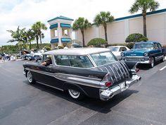 1957 Pontiac Safari Station Wagon