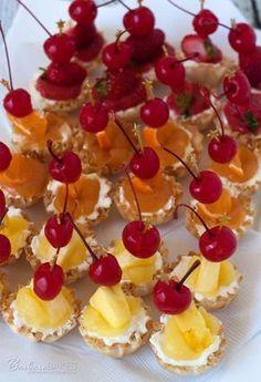 A dessert twist on popular tropical cocktails: Pina Colada, Strawberry Margarita and Orange Sunrise Cheesecake Bites! Tropical Appetizers, Luau Desserts, Tropical Party Foods, Hawaiian Desserts, Tropical Desserts, Mini Desserts, Appetizers For Party, Food For Luau Party, Luau Snacks