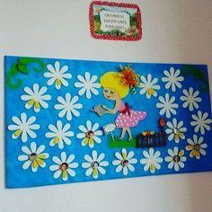 "Képtalálat a következőre: ""classroom flowers"" Board Decoration, Class Decoration, School Decorations, Classroom Board, Classroom Decor, Spring Crafts For Kids, Art For Kids, Spring Bulletin Boards, Birthday Charts"