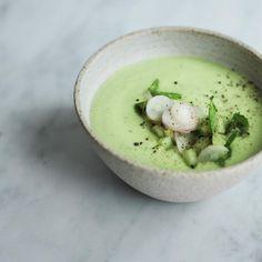 377 vind-ik-leuks, 25 reacties - kyra. (@kyraskitchen) op Instagram: 'AVO   avocado gazpacho, from my book #simplydaytox, is the perfect match to warm spring days. which…'