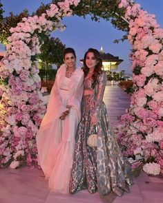 Pernia Qureshi's Wedding Outfits are designed by premium Pakistani bridal designers. All of the wedding photos from Turkey + some outfit detals in this post Desi Wedding Dresses, Pakistani Wedding Outfits, Pakistani Bridal, Wedding Gowns, Pakistani Wedding Stage, Wedding Mandap, Wedding Updo, Sister Of The Groom, Bride Sister