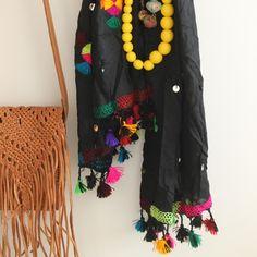foulard bereber y bolso flecos.  dar amïna