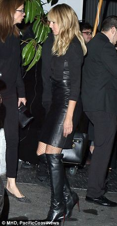 Heidi Klum vamps it up in knee-high leather boots - Natural Makeup Light Black Leather Mini Skirt, High Leather Boots, Leather Skirt, Heidi Klum, Maybelline, Celebrity Boots, Next Top Model, Model Look, Celebs