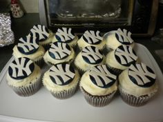 New York Yankees cupcakes Sports Day, New York Yankees, Cupcakes, Chocolate, Baking, Google Search, Desserts, Food, Bread Making