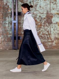 oversized sleeve blouse + sneakers