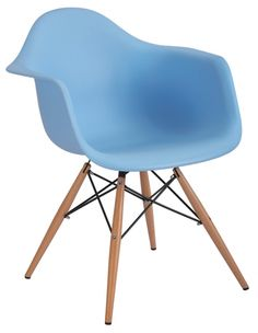 Iconic Blue Eames DAW Chair, Made from moulded polypropylene with Eiffel base. Functonal yet stylsih modern chair design. Charles Eames, Dining Room Sets, Dining Room Chairs, Modern Classic, Mid-century Modern, Modern Decor, Eames Daw, Grey Desk Chair, Accent Chairs Under 100