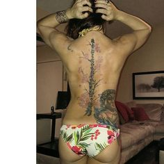 【alana528】さんのInstagramをピンしています。 《#inkedgirls #girlswithtattoos #muscle #fitness #back #booty #ink #tattoos #fitfam #cherryblossoms #buddah》