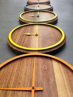 Moderne Wanduhren ohne mechanischem Uhrzeiger Holz