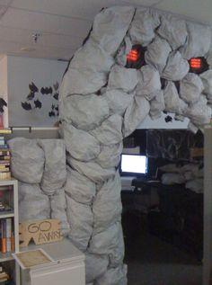 Ha! Halloween cubicle! @Nicole Novembrino Novembrino Monteleone