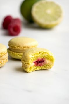 Macaroons with different flavors. Macaron Nutella, Macarons, Macaron Pistache, Lima, French Cake, French Patisserie, Cute Cookies, I Love Food, Just Desserts