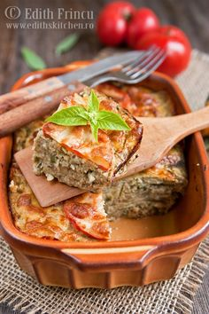 vinete gratinate cu telemea 1 Romanian Food, Romanian Recipes, Moussaka, Eggplant Recipes, Sandwich Recipes, Greek Recipes, Meatloaf, Salmon Burgers, Thai Red Curry