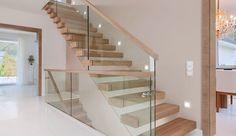 Encuentra los mejores Escaleras y barandillas para tu hogar en homify. Trąbczyński: Escaleras y barandillas en Obrzycko.