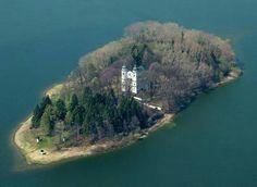 Kostol Povýšenia sv. Križa na Slanickom ostrove- Oravska priehrada. Slovakia