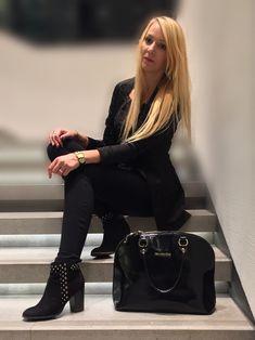 Eleganza veste il nero! Giacca di #Amisu #NewYorker, anche le scarpe e la borsa é di #NeroGiardini. La straadoro!