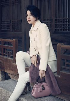 Lee Young Ae - Style with Gucci white wool peacoat and pants, Bamboo mini lady lock, dusty pink evening fur