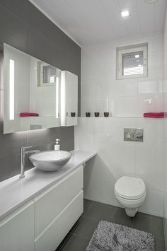 Gray Bathroom Ideas Worthy of Your Experiments - Gray Bathroom Ideas – Gray Bathroom Photos. Fantastic layout ideas as well as bath style ideas fo - Bathroom Style, Green Bathroom, Bathroom Styling, Shower Room, Modern Bathroom, Bathrooms Remodel, Bathroom Decor, Grey Bathrooms, Craftsman Bathroom