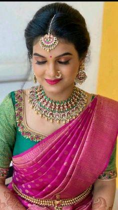 Wedding Saree Blouse Designs, Saree Blouse Neck Designs, Simple Blouse Designs, Half Saree Designs, Saree Wedding, Kerala Wedding Saree, Indian Bridal, Bride Indian, Jewellery
