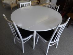 White Painted Drop Leaf Dining / Kitchen Table With 4 Chairs ----- H - 73.5cm D - 110cm In Good Condition £45 (PC583)