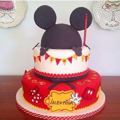 Bolo Mickey para festa infantil, por @isaherzog, adorei! #kikidsparty