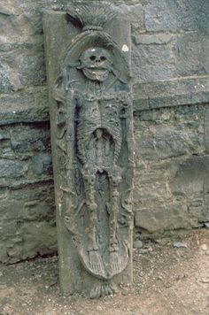 """le-chant-du-diable: """"statues-and-monuments: """"statues-and-monuments Century Beaulieu Cadaver Stone, Louth, Ireland """" Probably l'Ankou. Cemetery Headstones, Old Cemeteries, Cemetery Art, Graveyards, Memento Mori, La Danse Macabre, 15th Century, At Least, Death"""