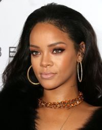"""Rihanna fica no topo da parada canadense de singles com """"Work"""" #Adele, #Cantora…"""