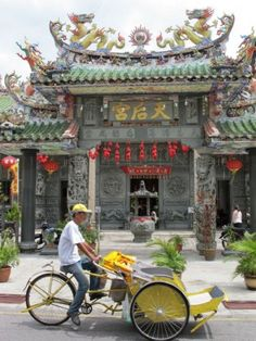 A rickshaw passes the Hainan Temple in Georgetown, Penang, Malaysia Places Around The World, Around The Worlds, Penang Island, Champions Of The World, Trains, Holiday Places, China Travel, Photos Of The Week, Kuala Lumpur
