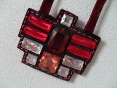 Textilný náhrdelník ala Egypt na večer. Materiál: filc, zamat. stuha a sklené kamienky