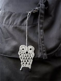 Heijastin SK:n ohjeella. Knit Crochet, Miniatures, Diy Crafts, Shoulder Bag, Make It Yourself, Knitting, How To Make, Owls, Accessories