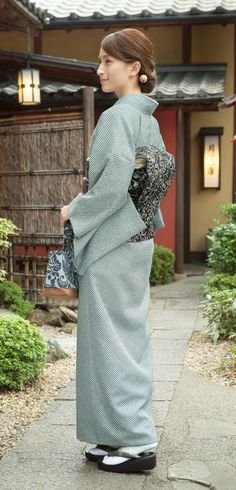 洗えるきもの 疋田染プレタ Yukata Kimono, Kimono Japan, Japanese Kimono, Keiko Kitagawa, Chi Hair Products, Kimono Design, Vogue, Japan Fashion, Women's Fashion