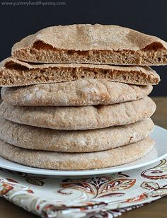 Homemade Whole Wheat Pita Bread | super easy, foolproof pita bread recipe that's healthy and tastes much better than store-bought!