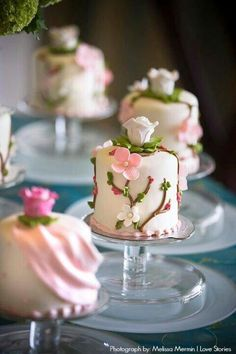 Mini cakes for guests in lieu of cupcakes. Gorgeous Cakes, Pretty Cakes, Cute Cakes, Amazing Cakes, Individual Wedding Cakes, Mini Wedding Cakes, Individual Cakes, Wedding Cupcakes, Diy Wedding