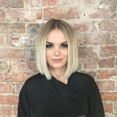 Dazzling Shoulder Length Blonde Bob Hairstyles That are Simply Gorgeous Blunt Bob Hairstyles, Hairstyles Haircuts, Medium Hair Styles, Short Hair Styles, Shoulder Length Blonde, Bobs For Thin Hair, Bob Haircut With Bangs, Mi Long, Short Hair Cuts