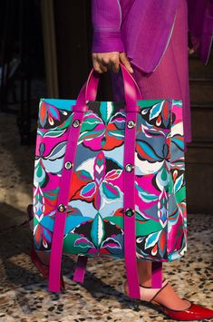 Vintage Bags Emilio Pucci at Milan Fall 2018 (Details) - Emilio Pucci at Milan Fashion Week Fall 2018 - Details Runway Photos Hermes Handbags, Fashion Handbags, Fashion Bags, Leather Handbags, Fashion Trends, Womens Fashion, Hermes Bags, Ladies Fashion, Fashion Fashion