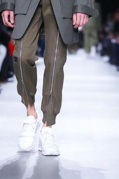 Menswear Fall Winter 2015 Paris Juun J. These zipper details tho.Juun J. These zipper details tho. Runway Fashion, Mens Fashion, Fashion Trends, Fashion News, Latest Fashion, Live Fashion, Fashion Show, Juun J, Der Gentleman