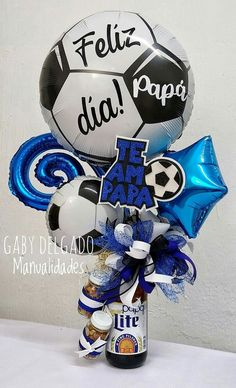 Candy Gift Baskets, Gift Baskets For Him, Candy Gifts, Balloon Decorations Party, Birthday Party Decorations, Fathers Day Baskets, Balloon Surprise, Alcohol Gifts, Fathers Day Crafts