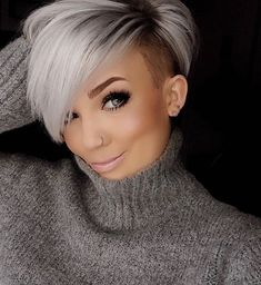 50 Besten Pixie Cut Stylen Pixie cut styles refer to the short category, but it also has many other variations. Short Grey Hair, Short Hair Cuts For Women, Short Hairstyles For Women, Straight Hairstyles, Simple Hairstyles, Modern Hairstyles, Long Hair, Undercut Hairstyles, Pixie Hairstyles