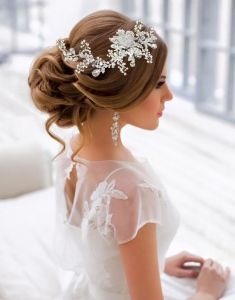 Trendy wedding hairstyles for long hair updo vintage Vintage Hairstyles For Long Hair, Hairdo For Long Hair, Wedding Hairstyles For Long Hair, Elegant Hairstyles, Hairstyles With Bangs, Hair Updo, Flower Hairstyles, Retro Hairstyles, Medium Hair Styles