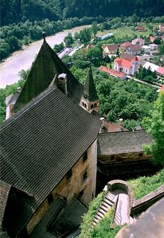 When visiting Slovakia's Orava Castle, take care when you look down. The century castle sits like an eagle's nest atop a pointed, rock formation above the village below and the Orava River. Beautiful Castles, Beautiful Places, Castle Pictures, Heart Of Europe, Photographs Of People, Chateaus, Central Europe, Bratislava, Eastern Europe
